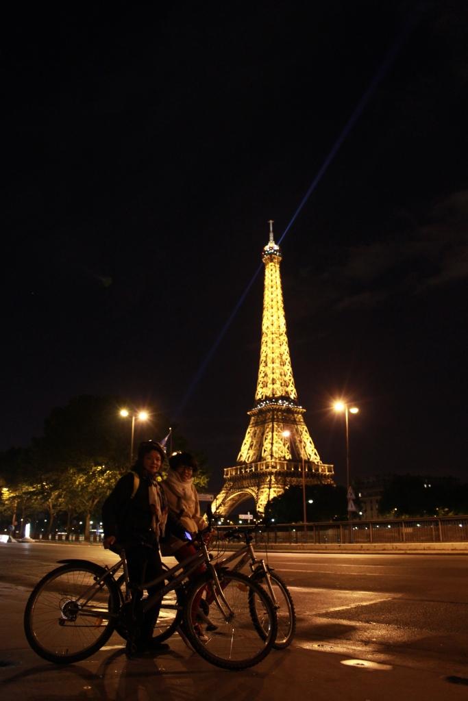 Đạp xe ra tháp eiffel