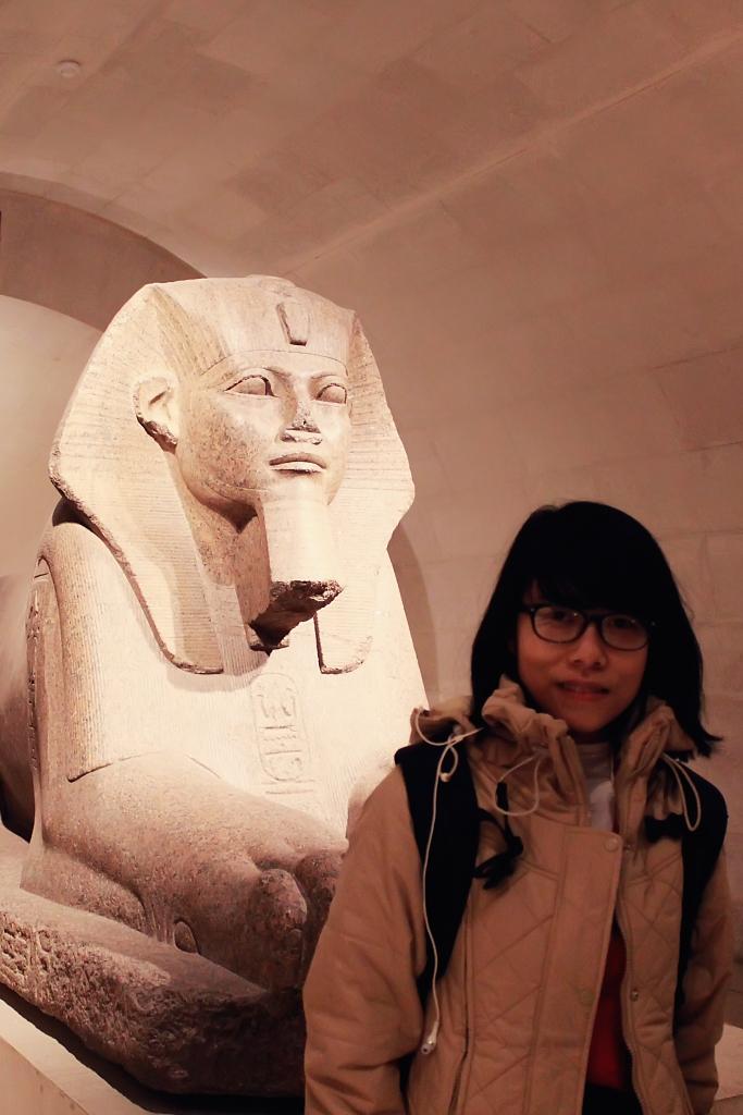 Bên trong bảo tàng Louv